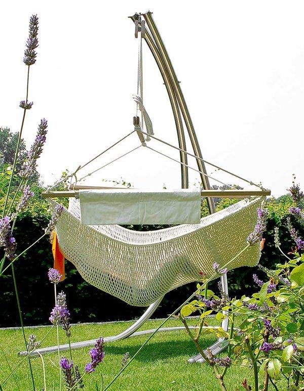 Hängesessel mit Edelstahl Gestell im Garten